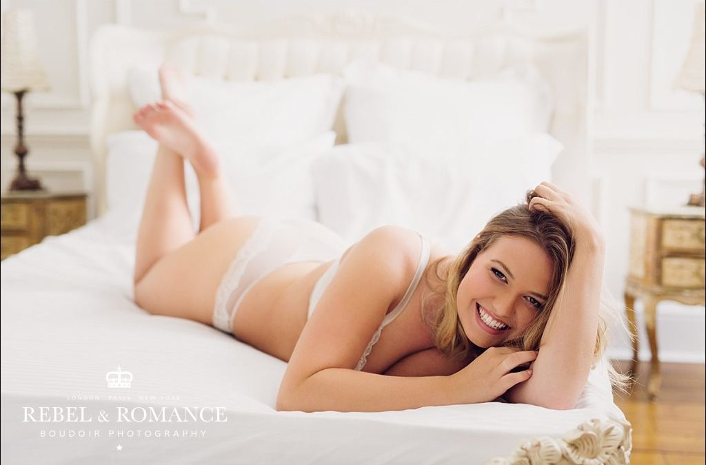 Curvy Boudoir Photography: Mollie
